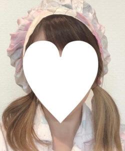 ナイトキャップを被ったあと、髪を半分に分ける